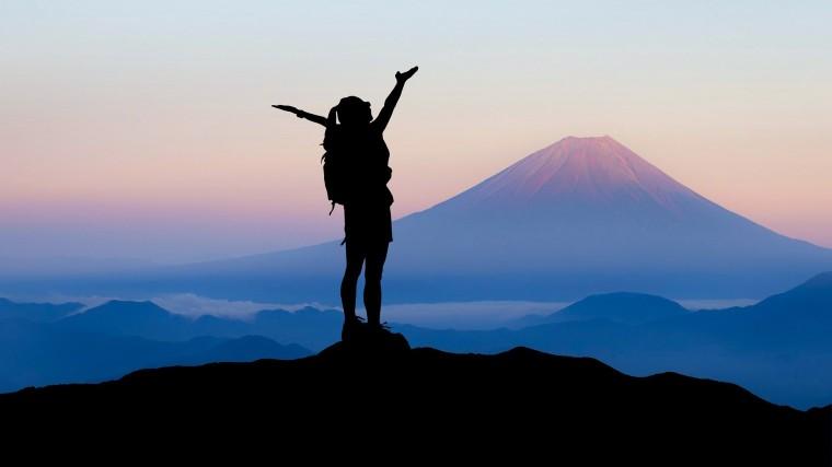 strong-woman-mountaintop